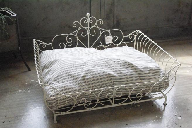 Iron bed white 1